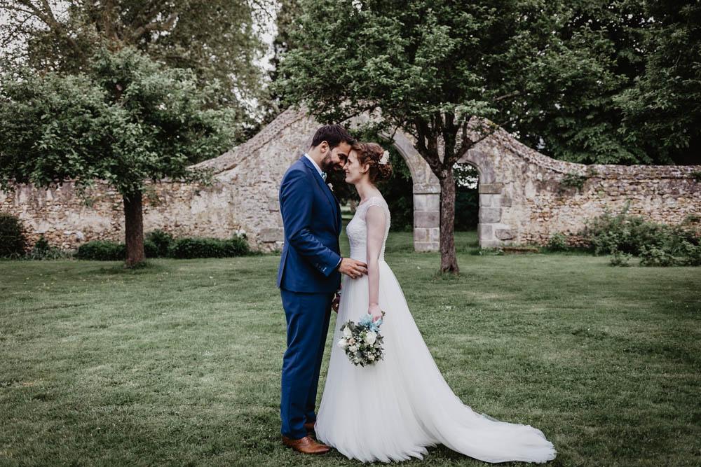 mariage au manoir de vacheresses - photographe en eure et loir - photos de couple des maries - champetre