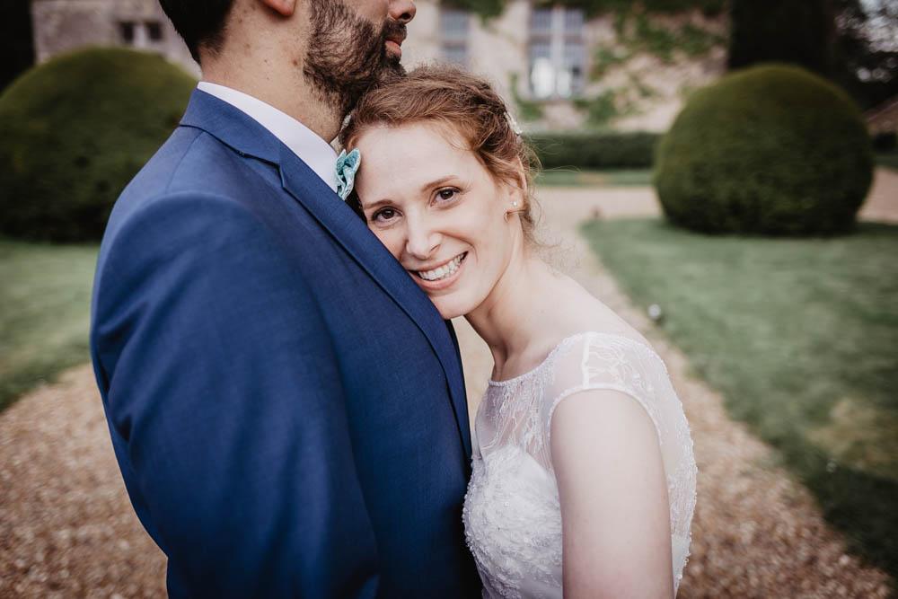 se marier au manoir de vacheresses - photographe mariage eure et loir - mariage champetre - naturel - photo de couple de maries