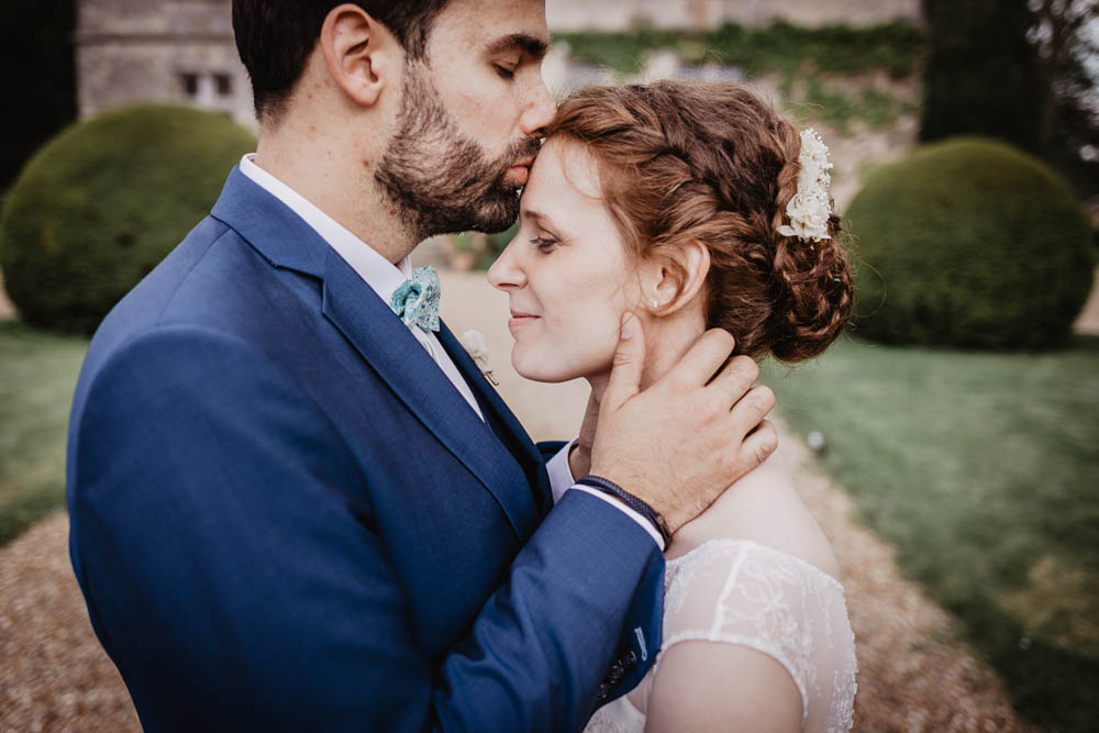 mariage au manoir de vacheresses - photos de couple - amour - bonheur - tendresse - naturel - photographe