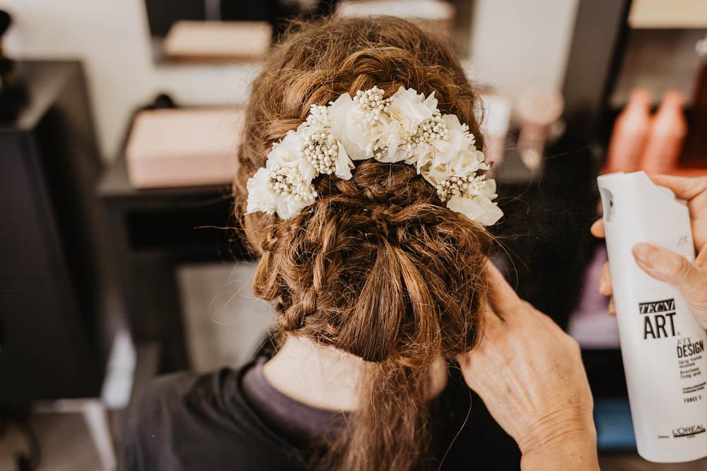 couronnes de victoire - fleurs - cheveux - tresses - nattes - chignon - champetre - eure et loir - photographe mariage