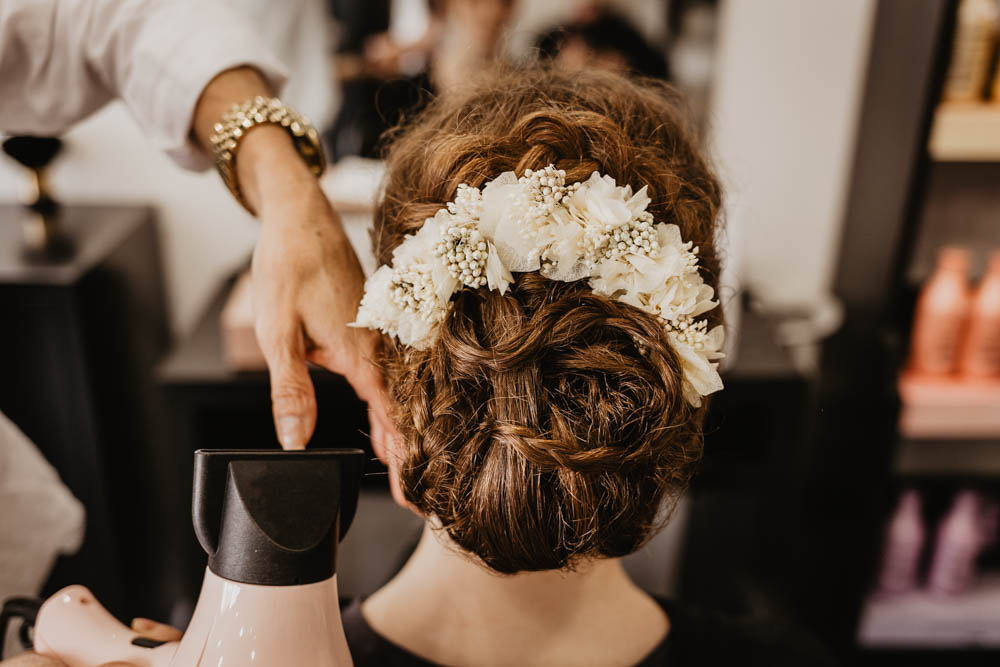 coiffure champetre - mariage boheme - couronnes de victoire - cheveux - tresses - chignon avec nattes - mariage au manoir de vacheresses