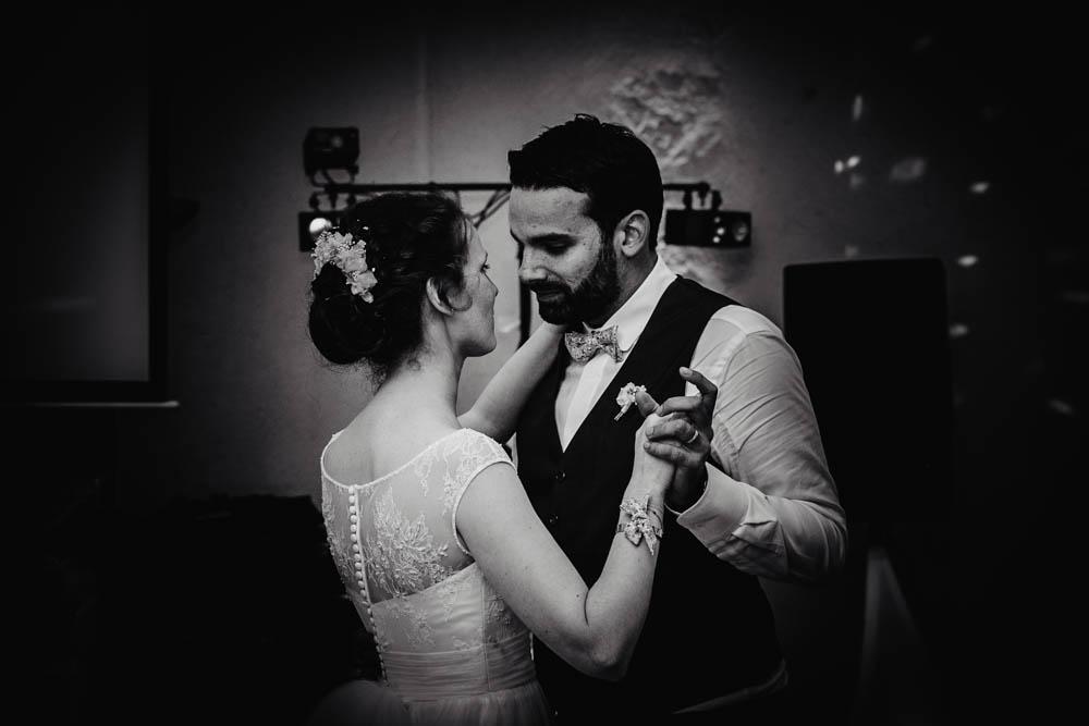 noir et blanc - photographe eure et loir - mariage au manoir de vacheresses - 28 - 27 - 61 - 78 - premiere danse