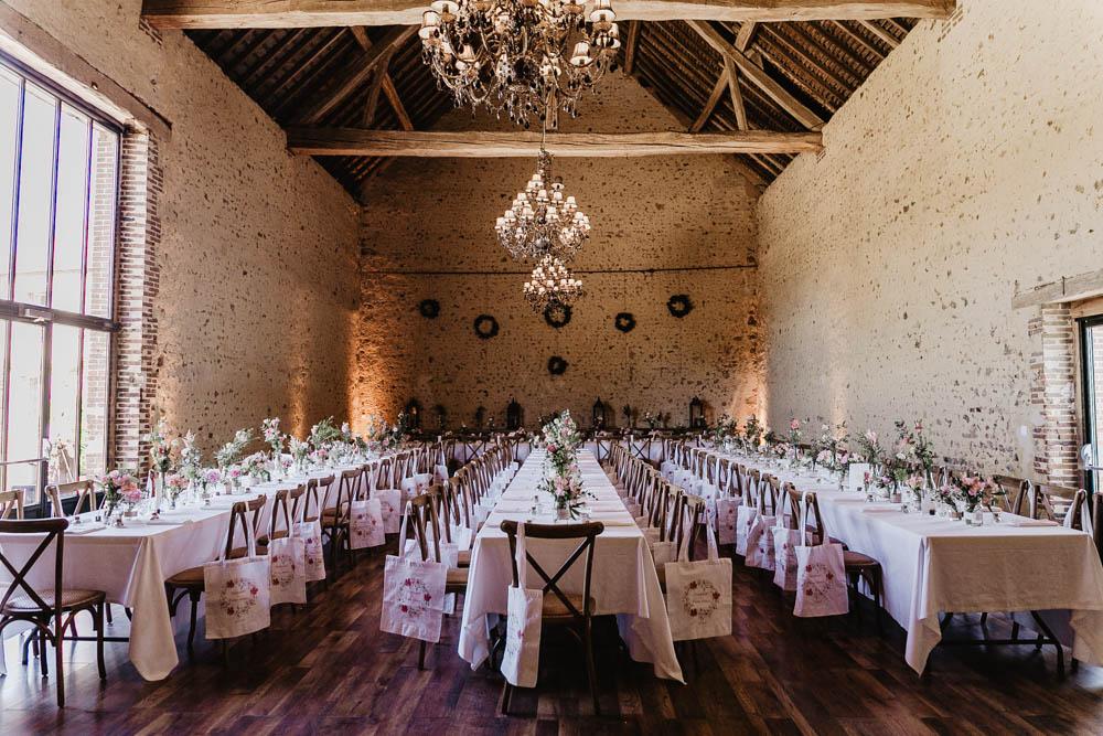 salle de mariage - pour soiree - photographe mariage - boheme - pierres - poutres anciennes - rustique