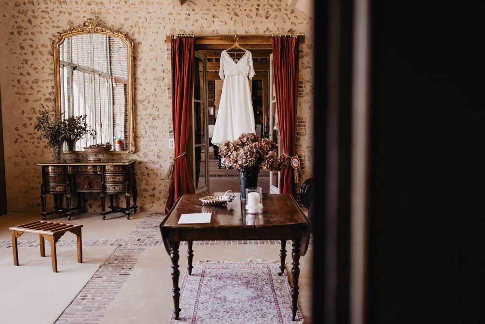 mariage boheme - champetre chic - domaine des evis - photographe dans le perche - eure et loir - verneuil sur avre - robe de la mariee - dentelles - mariage au domaine des evis