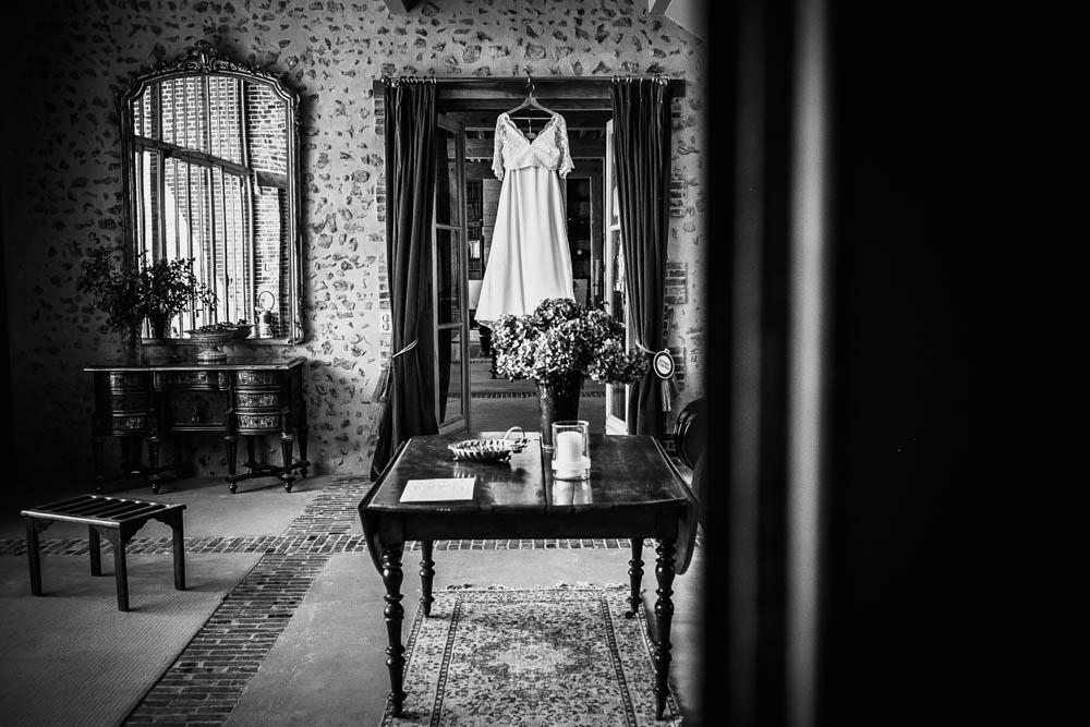 mariage au domaine des evis - robe de la mariee - champetre - boheme - chic - noir et blanc - photographe mariage - domaine des evis - perche - verneuil sur avre