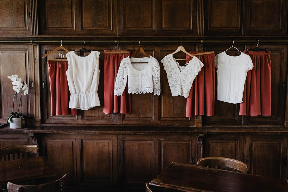 demoiselles d honneur - temoins de la mariee - jupes - vieux rose - blanc - photographe de mariage - domaine des evis - mariage au domaine des evis