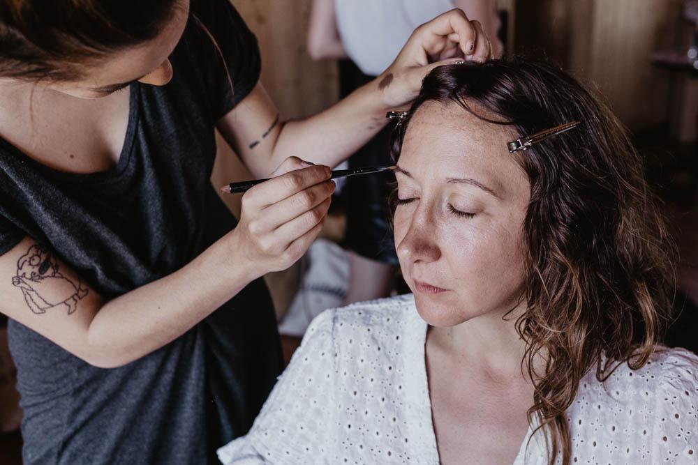 preparatifs de la mariee - maquillage de la mariee - domaine des evis - naturel - photographe mariage - champetre - verneuil sur avre - perche