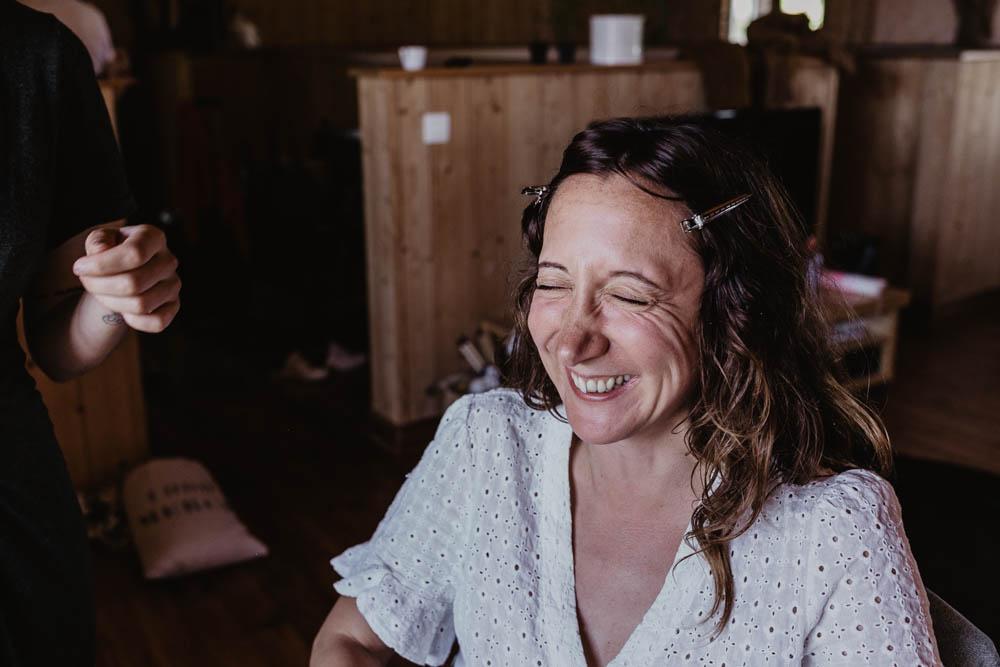 domaine des evis - sourire - preparatifs de la mariee - maquillage - photographe eure et loir - verneuil sur avre - chartres - evreux