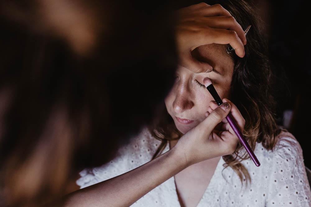 maquillage de la mariee - mariage boheme - mariage au domaine des evis - photographe eure et loir - evreux - orne - chartres - verneuil sur avre - preparatifs des maries