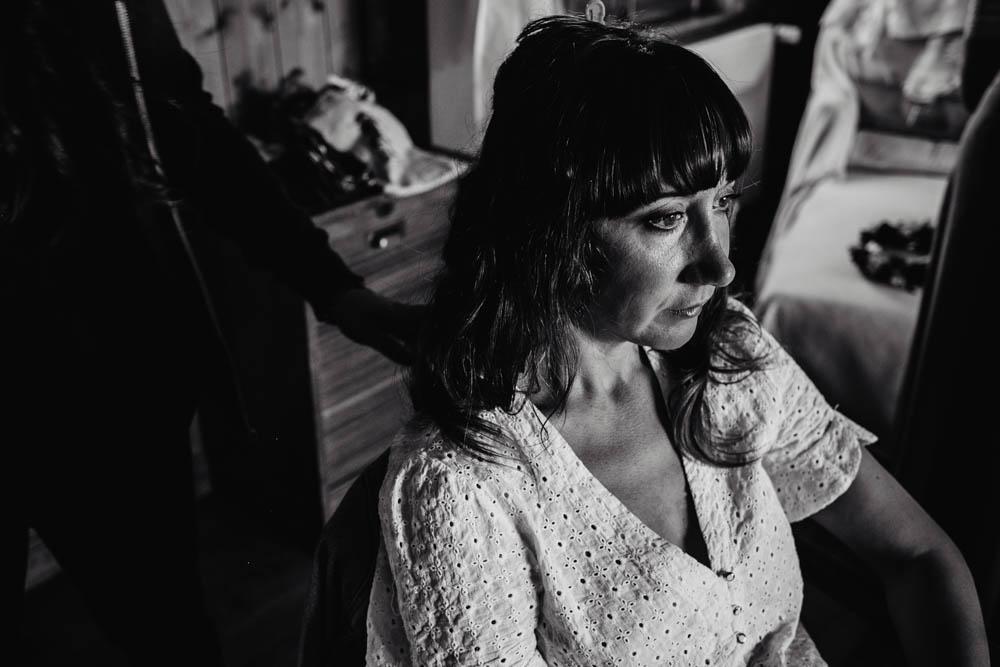 photo en noir&blanc - coiffure de la mariee - naturelle - boheme - domaine des evis - photographe mariage - eure et loir - verneuil sur avre - chartres - evreux