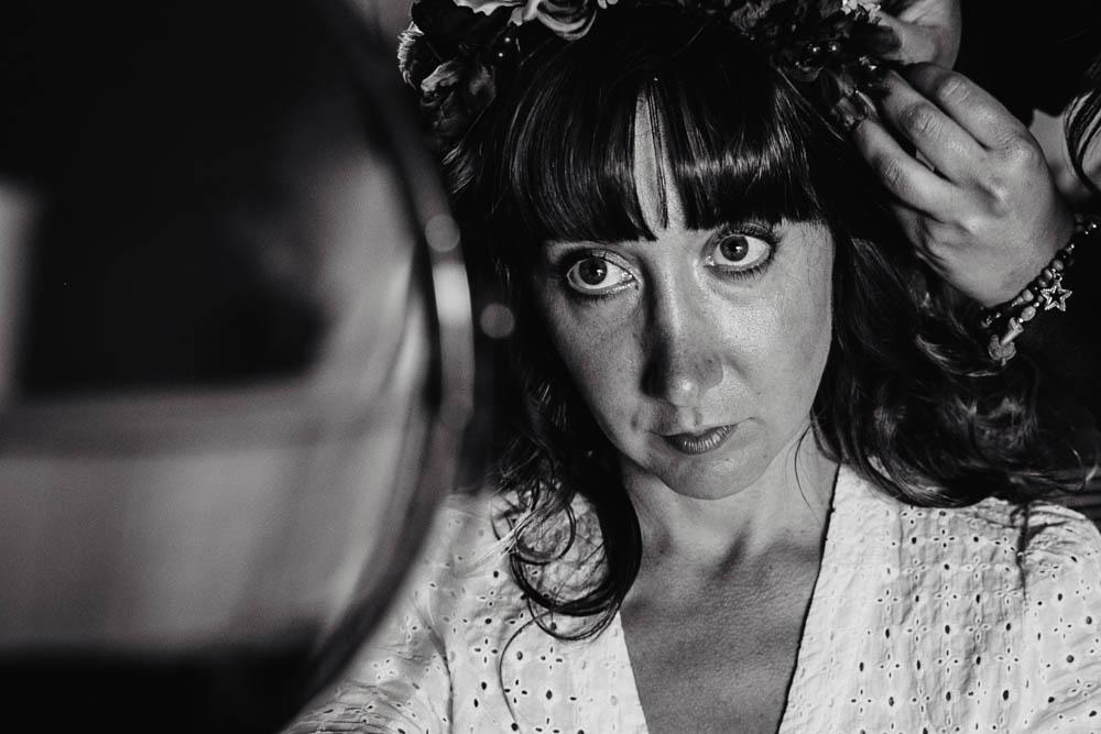 couronne de fleurs - noir&blanc - coiffure champetre - photographe mariage - domaine des evis - orne - perche - evreux - verneuil sur avre - chartres