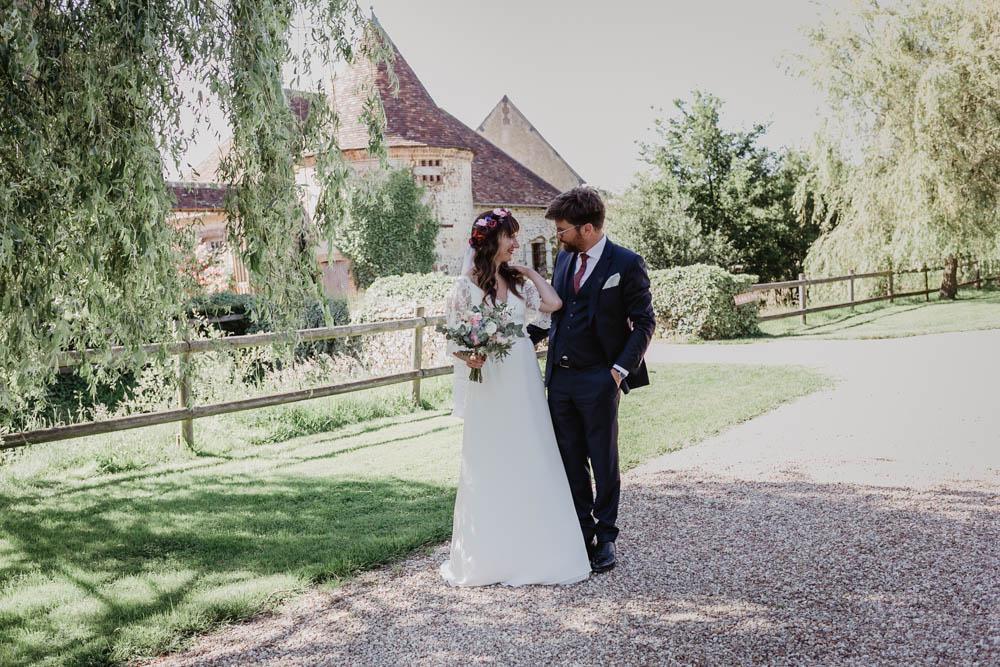 photos de couples non posees - naturelles - domaine des evis - verneuil sur avre - perche - photographe eure et loir