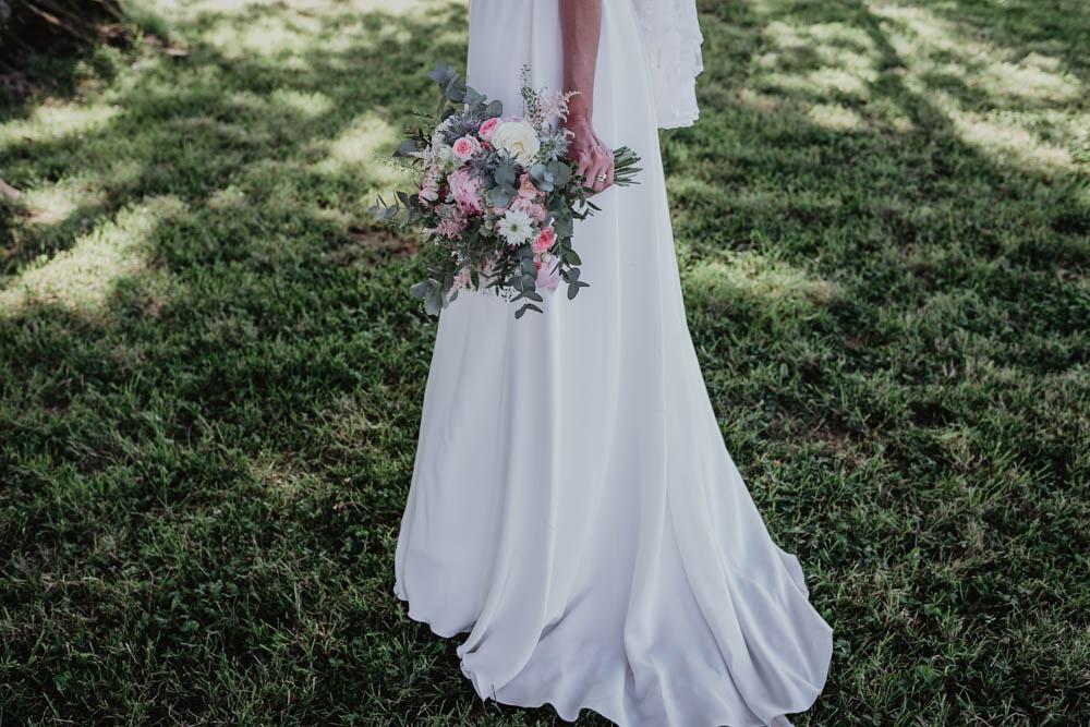 bouquet de la mariee - robe de mariee - domaine des evis - boheme - photographe verneuil sur avre - evreux - eure et loir - chartres