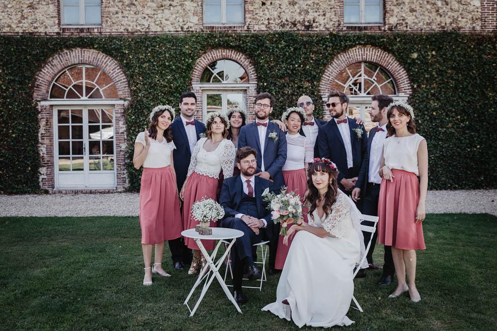 photos de groupes - temoins - fun - dress code - domaine des evis - photographe mariage verneuil sur avre - chartres - eure et loir - boheme