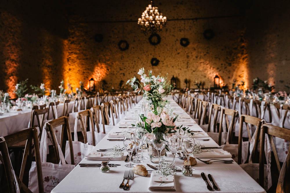 salle de soiree pour mariages - receptions - lumieres - photographe eure et loir - chartres - evreux - verneuil sur avre - mariage au domaine des evis - decoration de table - champetre