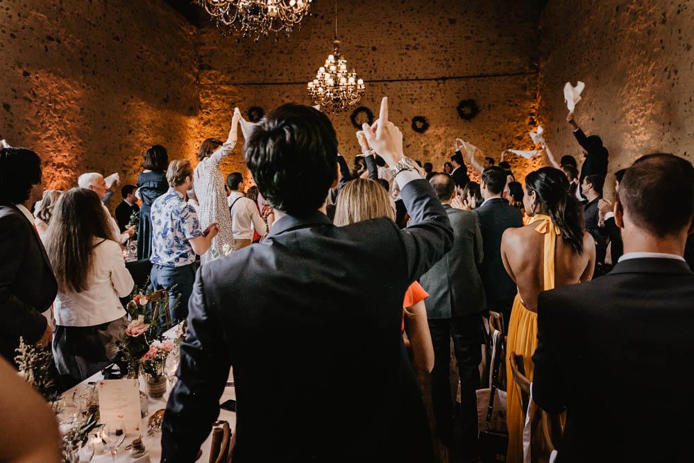 arrivee des maries - soiree - repas - erisay receptions - eure et loir - verneuil sur avre - perche - photographe - ambiance - domaine des evis