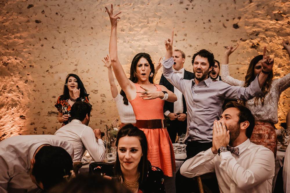 ambiance de folie - invites survolltes - soiree - animations - photographe chartres - perche - verneuil sur avre - domaine des evis - jolie salle