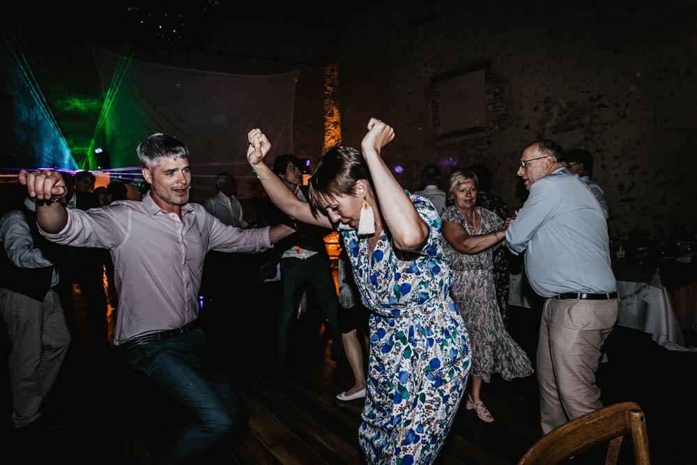 danse endiablee - piste de danse - se dehancher sur le dancefloor - photographe eure et loir - domaine des evis - perche - verneuil sur avre - chartres - lasers