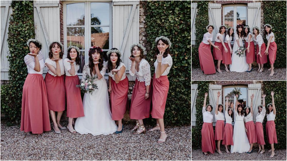 dress code - mariage au domaine des evis - dans le perche - photographe verneuil sur avre mariage - chartres - eure et loir - filles - temoins de la mariee - tenues rose poudre et blanc - couronnes de fleurs