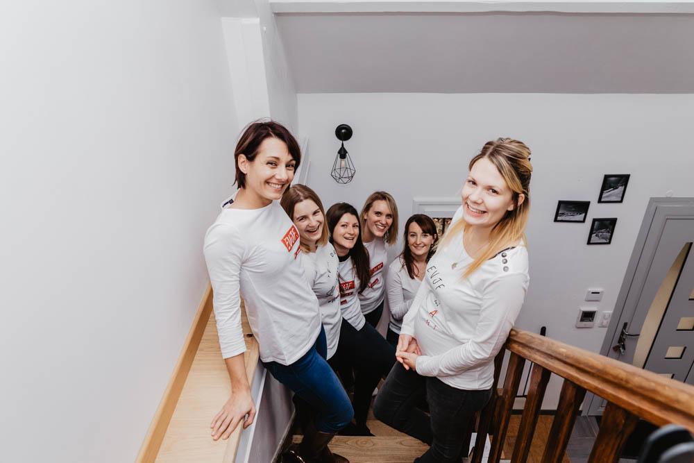evjf a la maison - chartres - photographe evjf - eure et loir - faire son evjf chez soi - en interieur - entre copines