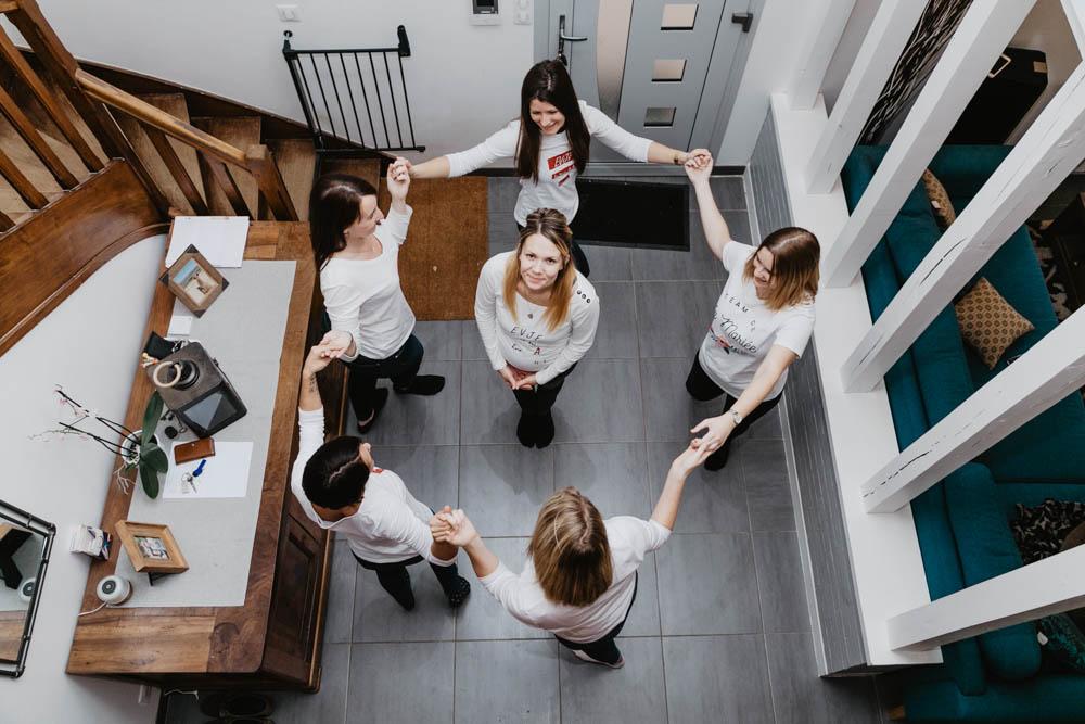 photographe chartres evjf - eure et loir - evjf entre filles - faire la ronde - photographe verneuil sur avre - evjf a la maison - cocooning au chaud