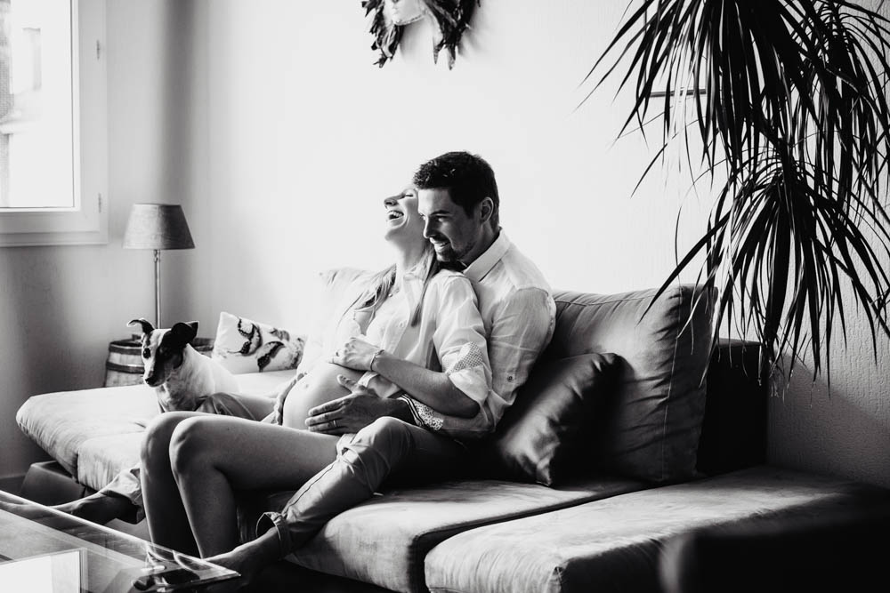 noir et blanc - seance photo grossesse a domicile - en interieur - a la maison - photographe grossesse chartres - photographe boudoir eure et loir - photographe grossesse boudoir - photographe verneuil sur avre