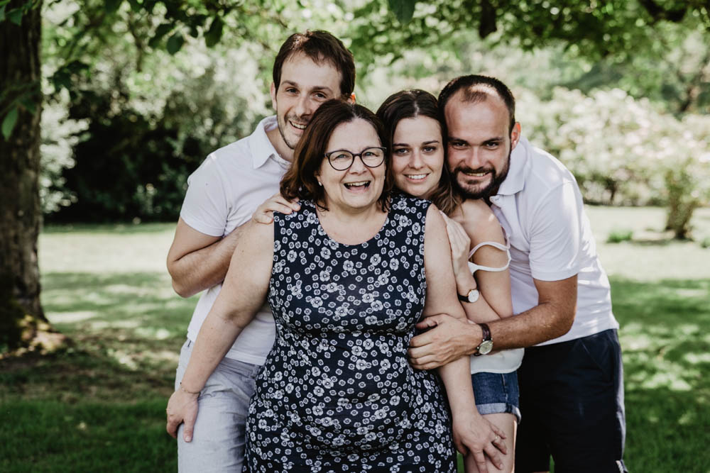 shooting photo famille nombreuse - photographe famille chartres - mere - enfants - eure et loir - verneuil sur avre - souvenirs en famille - en exterieur