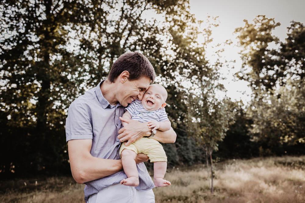 rires de bebe - nouveau né - seance photo en famille - photographe dreux - photographe 28 - photographe chartres - photographe verneuil sur avre