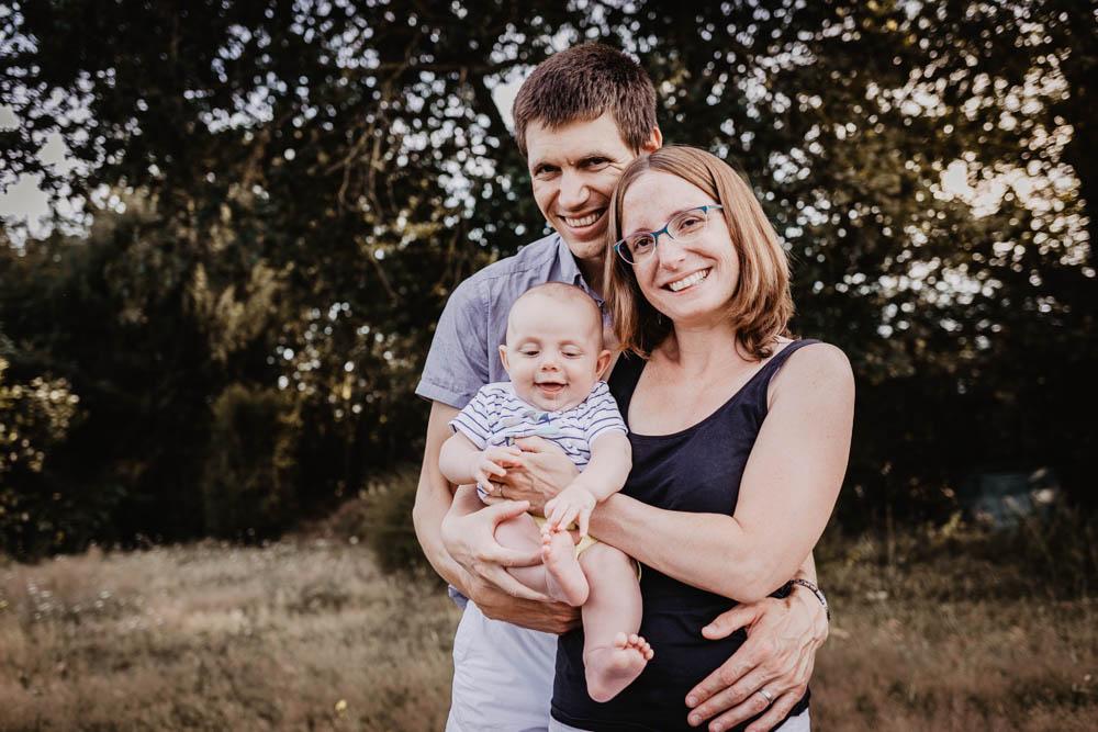 parents - enfants - seance photo - photo en famille - joie - photographe famille verneuil sur avre - photographe famille chartres - photographe famille dreux - photos joyeuses
