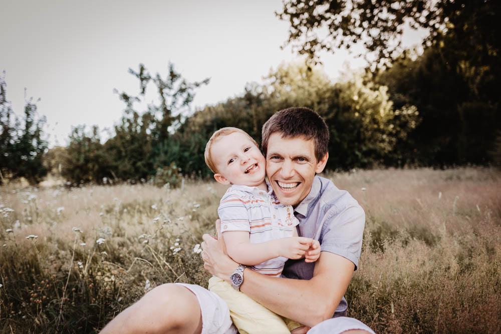 photo pere fils - photographe des enfants - photographe familles - joie - rires - photographe senonches - dreux - verneuil sur avre - chartres