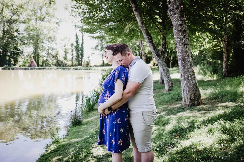 shooting photo grossesse - photographe grossesse en eure et loir - dans le perche - chartres - senonches - lifestyle - style naturel